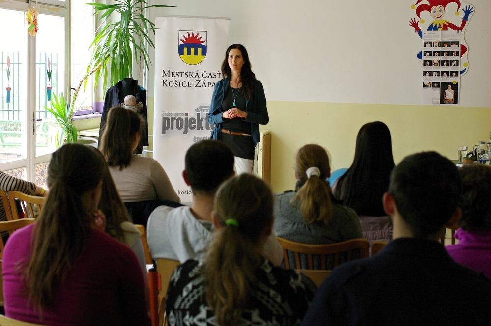 Lucka Harnošová z Brna prednáša o Kontaktnom rodičovstve.