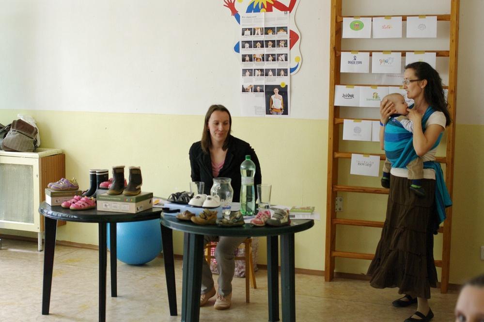 Mamky Andrejka a Mirka prednášali o zdravom obúvaní od malička.